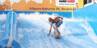 Lướt sóng trong nhà ở Flow House Bangkok