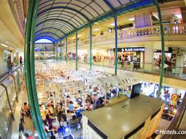 Bên trong The Old Siam Plaza