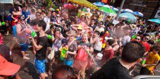 lễ hôi té nước Songkran ở Thái Lan